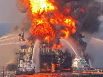 Brennende Bohrinsel Deepwater Horizon im Golf von Mexiko. Foto: US Coast Guard/Archiv