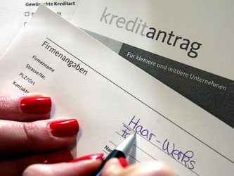Bankkunden können zu Unrecht erhobene Kreditgebühren auch noch nach vielen Jahren zurückverlangen. Foto: Oliver Berg