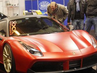 Ein getunter Ferrari 488 GTB auf der Essen Motor Show. Mehr geht immer, sagen die Tuner. Foto: Roland Weihrauch