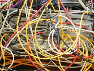 Breitbandanschlüsse sind oft deutlich langsamer als Anbieter ihre Kunden glauben lassen. Das ergab eine Studie der Bundesnetzagentur. Foto: Peter Endig/dpa-Zentralbild