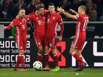Münchens Spieler feiern Torschütze Thomas Müller. Foto: Federico Gambarini