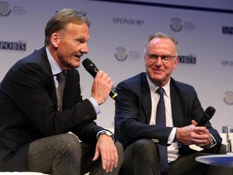 Hans-Joachim Watzke (l.) und Karl-Heinz Rummenigge teilten erneut gegen die FIFA aus. Foto: Roland Weihrauch
