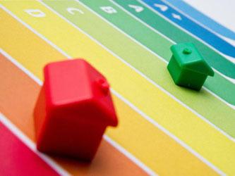 Schon im roten Bereich? Wie effizient ist ein Gebäude und wie kann sich sein energetischer Zustand durch eine Sanierung verändern? All das kann ein Energieberater untersuchen. Bild: Franziska Gabbert/dpa-tmn Foto: Franziska Gabbert