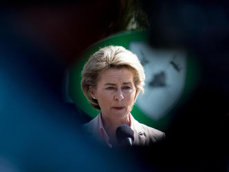 Die Bundesverteidigungsministerin Ursula beim Besuch des Jägerbataillons 291 der Bundeswehr in Illkirch bei Straßburg. Foto: Patrick Seeger