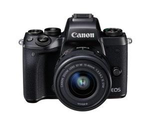 Canons Systemkamera EOS M5 hat einen 24-Megapixel-Chip mit zwei Fotozellen pro Pixel. Sie schießt bei mitlaufendem Autofokus bis zu sieben Bilder pro Sekunde. Foto: Canon