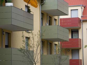 Balkone neugebauter Sozialwohnungen. Foto: Marijan Murat/Archiv