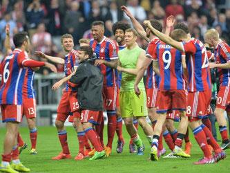 Nach dem Spiel war die Stimmung bei den Bayern-Profis ausgelassen. Foto: Peter Kneffel