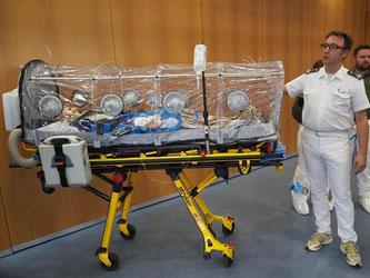 Ein Transportisolator für Ebola-Patienten im Bundeswehrzentralkrankenhaus in Koblenz. Foto: Thomas Frey