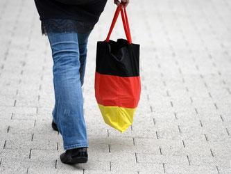 Auch Terrorgefahr und Flüchtlingskrise haben den Deutschen die Konsumlaune nicht verderben können. Foto: Ralf Hirschberger