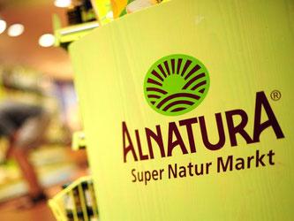 Das Logo des Unternehmens Alnatura. Foto: Daniel Reinhardt/Archiv