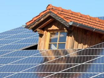 Um den Strom nutzen zu können, setzt die Industrie auf Energiespeicher. Für ältere Anlagen lohnt sich dieser aber nicht. Foto: Karl-Josef Hildenbrand