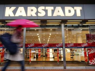 Nach Medienberichten stehen bei Karstadt nach dem Einstieg von René Benko erste Einschnitte bevor. Foto: Martin Gerten