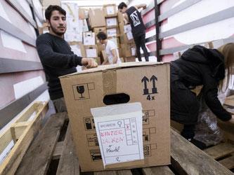 Kleiderspenden können unter bestimmten Bedingungen beim Finanzamt geltend gemacht werden. Photo: Christian Charisius Foto: Christian Charisius