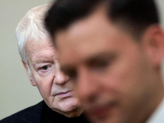 Anton Schlecker neben seinem Anwalt Maximilian Heiß: Die Familie Schlecker steht wegen des Vorwurfs des vorsätzlichen Bankrotts und möglicher Beihilfe vor Gericht. Foto: Marijan Murat