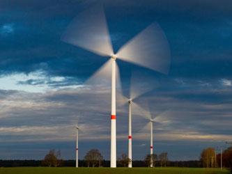Nach Darstellung von Unions-Fraktionschef Kauder schreitet der Ausbau von Windenergie an Land in «einem Tempo voran, das weder mit dem Korridor noch mit dem Netzzausbautempo in Einklang steht.» Foto: Patrick Pleul/Illustration