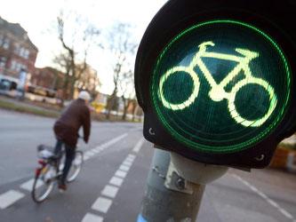 Freie Fahrt: Sind keine speziellen Radampeln vorhanden, gelten für Radler ab 2017 nicht die Fußgänger-, sondern die Fahrverkehrsampeln. Foto: Bodo Marks