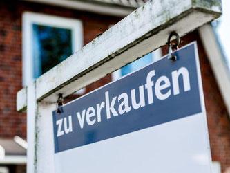 Wer über eine eigene Immobilie nachdenkt, sollte sich nicht finanziell übernehmen. Foto: Markus Scholz