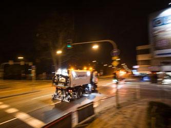 Stuttgart putzt Straßen im Kampf gegen Feinstaub. Foto: Lino Mirgeler/Archiv
