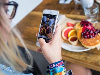 Essen fotografieren: Ein neues Essenskult breitet sich aus. Foto: Sophia Kembowski