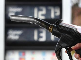 Tanken und Heizen waren in Deutschland wegen niedriger Energiepreise zuletzt deutlich billiger als Anfang des letzten Jahres. Foto: Karl-Josef Hildenbrand/Symbolbild