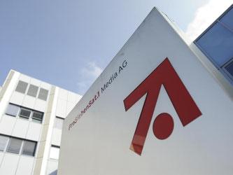 Das Konzern-Logo der ProSiebenSat.1 Media AG am Eingang zur Konzern-Zentrale in Unterföhring bei München. Foto: Andreas Gebert