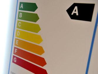 Das Energieeffizienzlabel der EU trägt eine farbige Skala, die verdeutlichen soll, wie gut das Gerät mit Strom umgeht. Foto: Andrea Warnecke