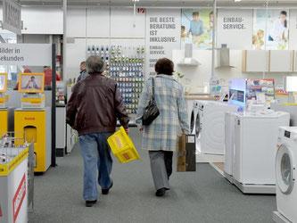 Die zuständigen EU-Minister haben sich auf eine Neufassung der Energiekennzeichnung für Haushaltsgeräte geeinigt. So soll vor dem Kauf noch besser eingeschätz werden können, wie effizient das Gerät ist. Foto: Bernd Settnik/Archiv/Symbolbild
