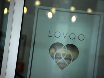 Dem Datingportal Lovoo wurde vorgeworfen, mit falschen Frauen-Profilen Nutzer anzulocken. Nun hat das Unternehmen seine Fakes gelöscht. Foto: Arno Burgi/dpa