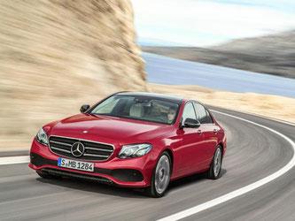 Die neueste Generation der Mercedes E-Klasse ist auf dem Markt. Foto: Daimler AG