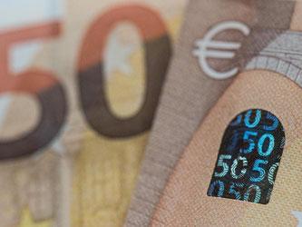 Der 50er ist mit Abstand die am häufigsten gefälschte Euro-Banknote. Der neue Schein hat verbesserte Sicherheitsmerkmale. Foto: Boris Roessler/
