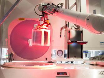 Ein Halbleiterwerk von Bosch in Reutlingen: Bosch ist bereits einer der weltgrößten Anbieter von Sensoren, die Bewegung, Druck oder Temperatur erkennen. Foto: Christoph Schmidt