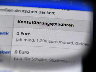 Das kostenlose Girokonto wird zur Seltenheit. Viele Banken verlangen für ihre Dienstleistung inzwischen eine Kontoführungsgebühr. Foto: Jens Kalaene