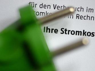 Derzeit entfallen mehr als 55 Prozent des Strompreises auf Steuern und Abgaben. Foto: Jens Kalaene