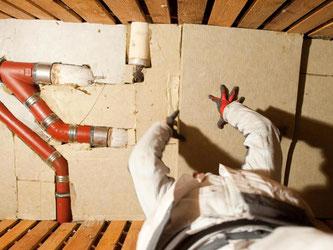 Wo anfangen bei einer energetischen Sanierung? Bietet es sich etwa an, zuerst die Kellerdecke zu dämmen? Foto: Klaus-Dietmar Gabbert