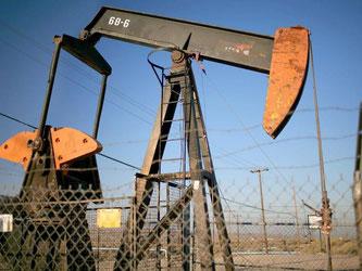 Ölpumpen in Kalifornien. Nun scheint sich der Ölpreis etwas gefangen zu haben - die große Wende ist das aber wohl noch nicht. Foto: Sean Masterson