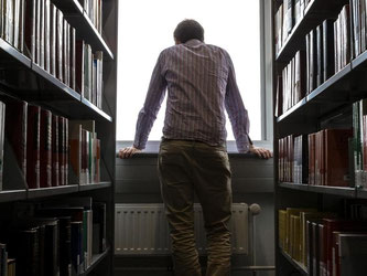 Keine leichte Situation: Wer mit der Wahl seines Studiengangs unzufrieden ist, muss sich irgendwann entscheiden, ob er abbrechen will. Foto: Markus Scholz