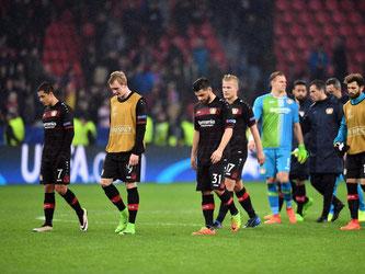 Die Leverkusener Spieler ließen nach dem Spiel gegen Atlético die Köpfe hängen. Foto: Federico Gambarini