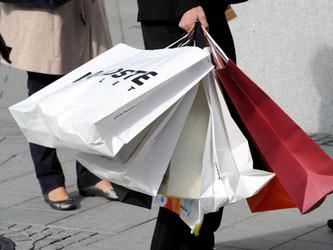 Online gegen Offline: Die Läden in den Innenstädten bekommen immer mehr Konkurrenz im Internet. Foto: Carsten Rehder