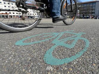 Eine Fahrradstraße in der Innenstadt von Karlsruhe. Foto: Uli Deck/Archiv