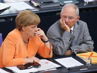Angela Merkel und Wolfgang Schäuble wollen das Ergbnis der Volksbefragung abwarten. Foto: Wolfgang Kumm