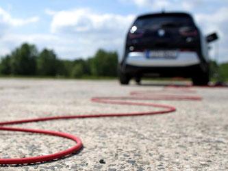 Wer sich ein Elektroauto zulegt, kann mithilfe des «Umweltbonus» Geld sparen. Foto: Jan Woitas