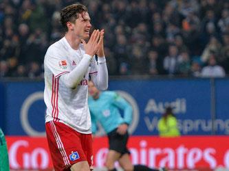 Michael Gregoritsch ärgert sich: Seine beiden Tore reichen gegen Bremen nicht zum Sieg. Foto: Axel Heimken