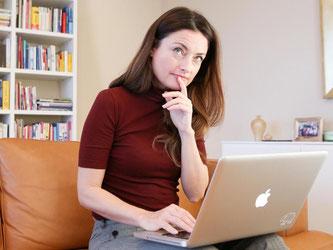 Ein systematischer Jahresrückblick hilft Berufstätigen dabei herauszufinden, woher Stress und Belastungen im Job rühren - und wann der Job sie zufrieden macht. Foto: Bodo Marks