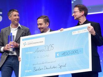 Die Preisträger in «Bestes Spiel»: B. Ratheiser (l-r), N. Modrow und T. Pottkämper. Foto: Tobias Hase