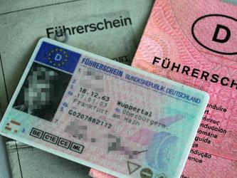 Den Führerschein abgeben: Können zwei Fahrverbote zusammengelegt werden? Foto: Oliver Berg