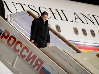 Außenminister Gabriel bei der Ankunft in Moskau. Foto: Kay Nietfeld