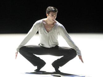 Der Tänzer Rosario Guerra der Gauthier Dance Company während der Probe. Foto: Bernd Weißbrod