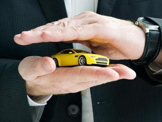 Tarife zu vergleichen, kann sich für Autobesitzer lohnen. Denn die KfZ-Versicherer stehen in einem harten Wettebewerb. Foto: Franziska Gabbert