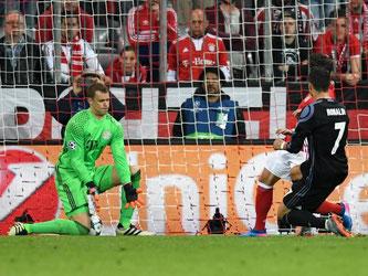 Manuel Neuer kann den zweiten Treffer durch Cristiano Ronaldo nicht verhindern. Foto: Sven Hoppe
