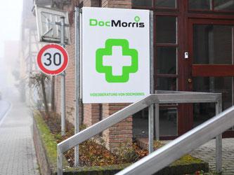 DocMorris hatte die lang geplante Abgabestelle von Arzneimitteln in Hüffenhardt in Baden-Württemberg erst am Mittwochnachmittag eröffnet. Foto: Uwe Anspach
